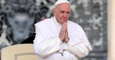 """Francisco pidió """"terminar con la pandemia de la pobreza"""""""