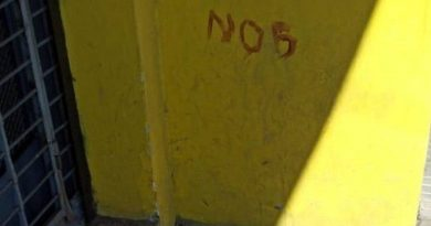 Un hombre intentó robar en Rosario, se cortó y ¡escribió 'NOB' en la pared con su sangre!