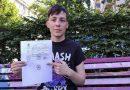 Obtuvo su partida de nacimiento sin identidad de género, pero no puede acceder al DNI ni a un pasaporte