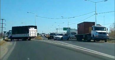 Descontrol de tránsito por corte total en Circunvalación a la altura de Ayacucho