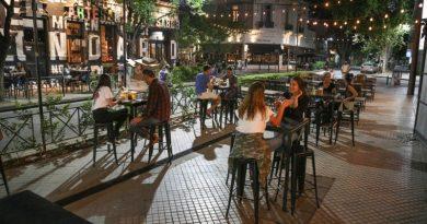 Buenos Aires: los locales gastronómicos deben atender en espacios al aire libre.