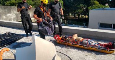 Un obrero cayó en una terraza: debieron rescatarlo bomberos