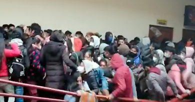 Horror en Bolivia: Cedió una baranda en una universidad y murieron al menos siete estudiantes