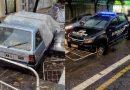 Dos autos chocaron contra corralitos de Aguas Provinciales y quedaron atrapados en el pozo