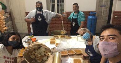 Grupo católico brinda comida y ropa a unas 200 personas en situación de calle