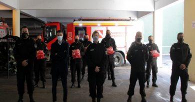 El gobierno de Santa Fe entregó uniformes y equipamiento para bomberos zapadores