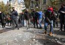 """La singular protesta de gastronómicos frente a Gobernación: """"Seguimos pagando los platos rotos"""""""